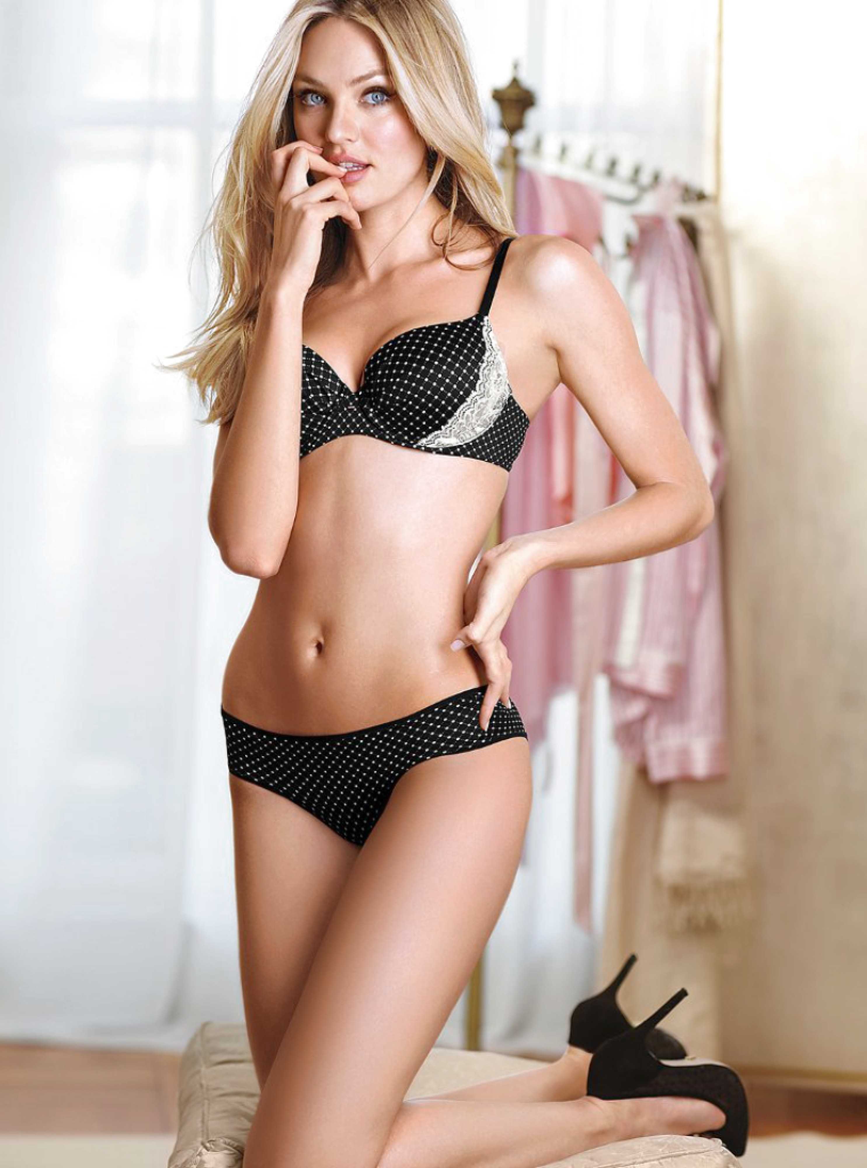 Avail Mumbai Sexy Escorts In A Convenient Price With Us