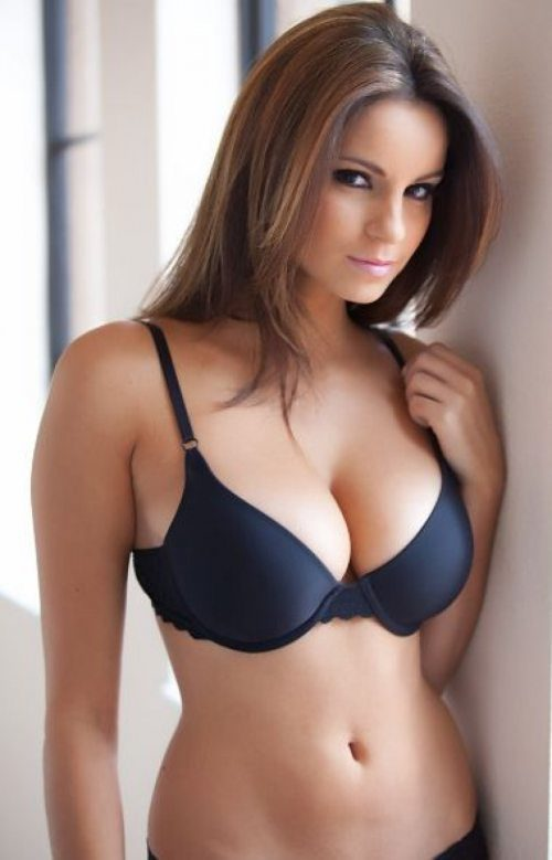 Escort Service Near Taj Mahal Tower Are Availble For You 24*7