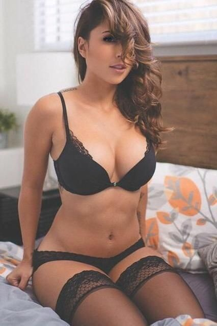 Get High Profile Escort Service Near Taj Mahal Tower