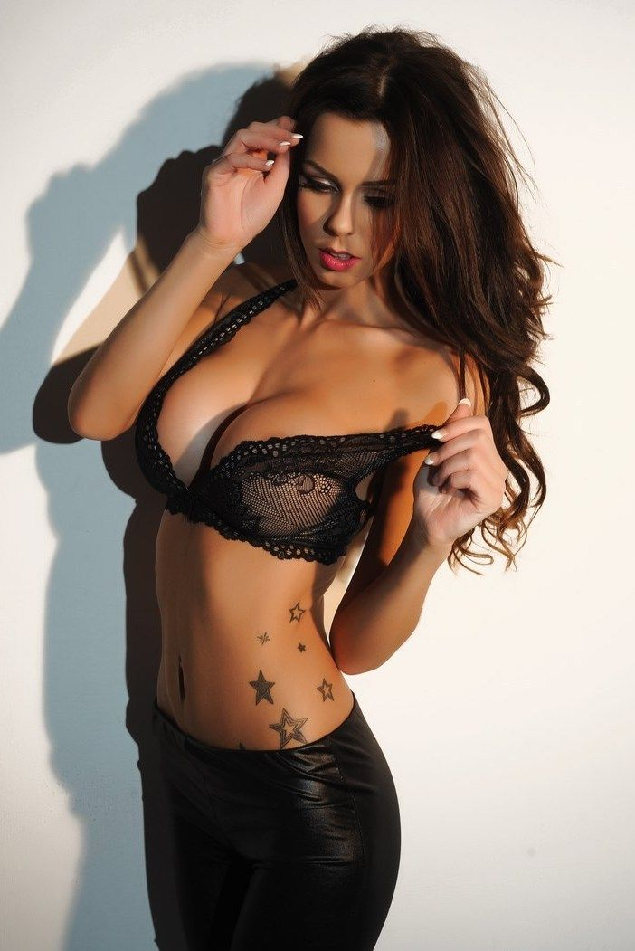 Hire My High Profile Madam In Mumbai And Enjoy Your Night With Royalty.
